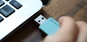USBメモリが認識しない・読み込まない原因は?対処法や注意点について徹底解説